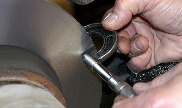 measuring-brake-rotors