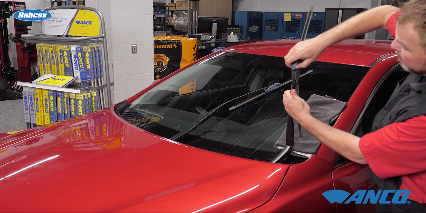 VIDEO: Replacing Your Wiper Blades